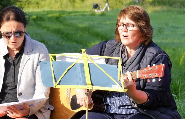Claudia Greitemann begleitet musikalisch