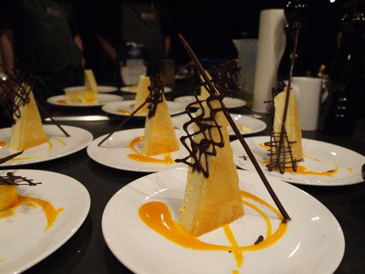 New York Cheesecake mit Mangosauce und dunkler Schokolade - einfach perfekt!