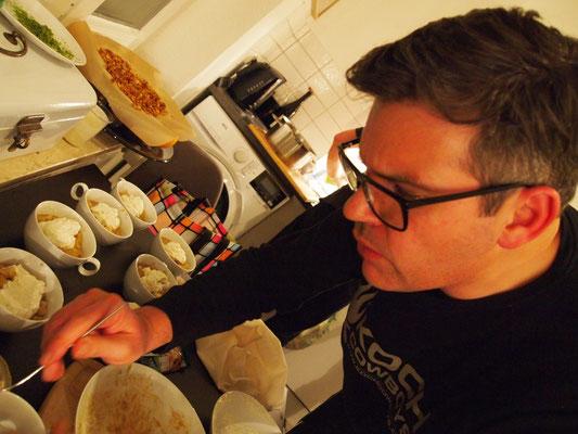 Massimo macht ein Bratapfel Tiramisu