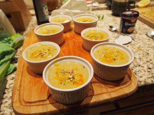 Grischa hat in der Zwischenzeit seine warme Suppe zubereitet