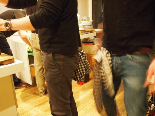coole Typen tragen das Tuch locker in der Hose