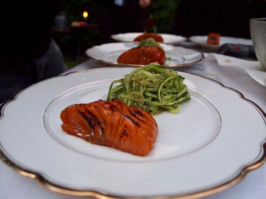 Asian Lachs mit Mohn-Gurkensalat