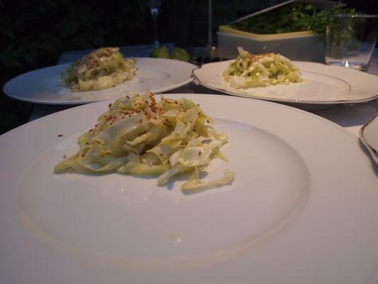 der japanische Spitzkohlsalat ist schon auf dem Teller