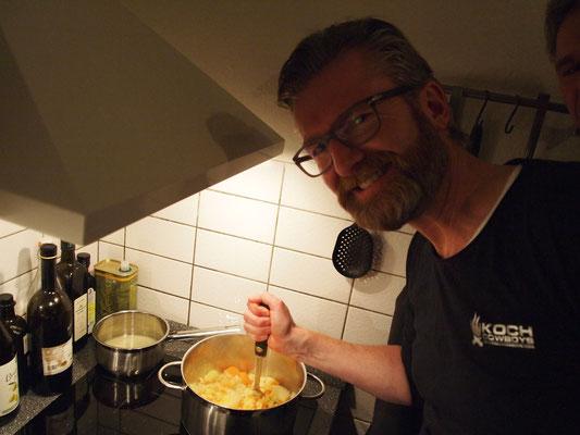 Stefan kocht ein Kartoffel-Pastinaken-Pü