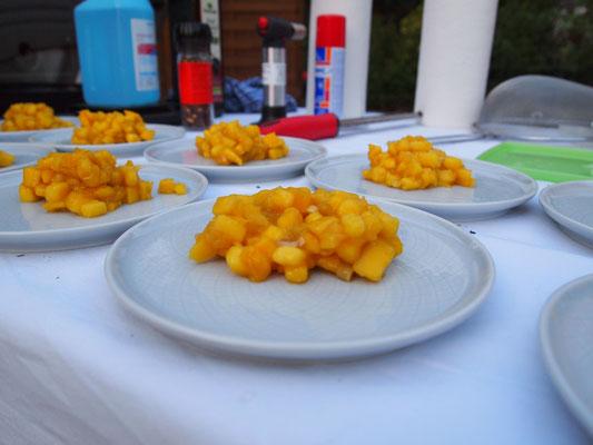 Mangosalat asiatische Art - sieht süß aus, ist aber voller Knoblauch! Ups!