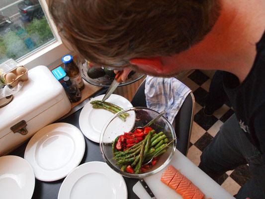 Stefan hat seinen Salat fertig