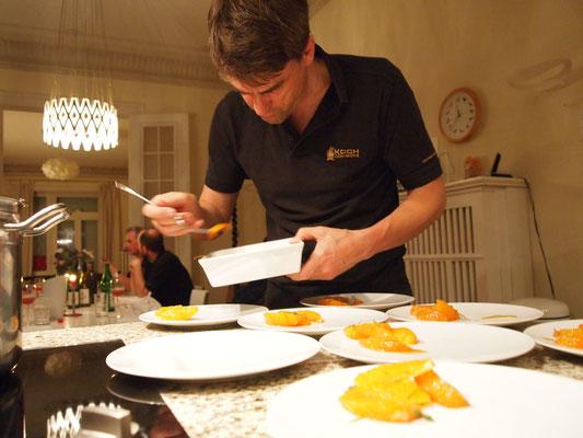eingelegte Orangen werden auf dem angerichtet