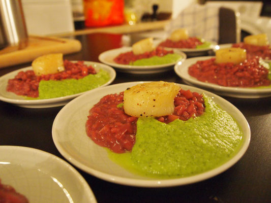 Fliederbeerrisotto mit Jacobsmuschel und Zucchini Mousse