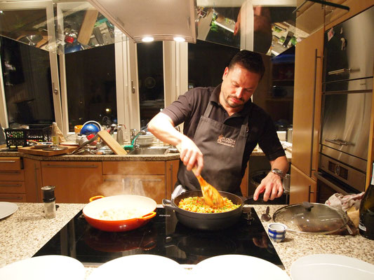 Maik kocht Paella