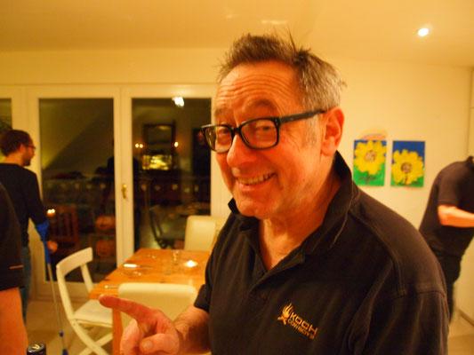 Jochen wird Bratwurst einmal anders präsentieren