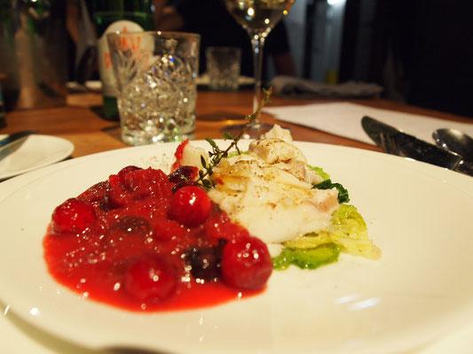 Skrei auf Wirsing mit Cranberries