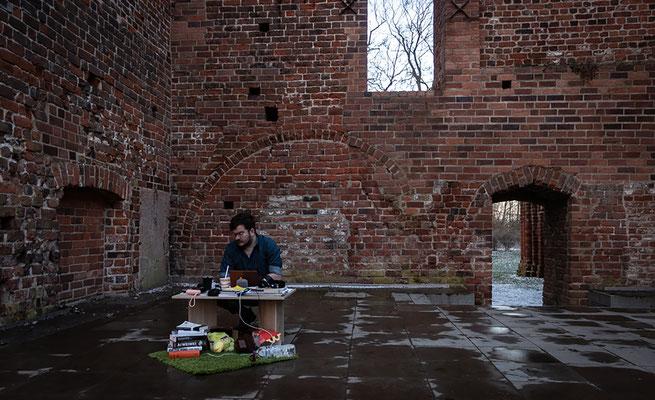 """""""A Piece Off Me"""", 2021 installation, Greifswald (created at the Workshop: """"Künstl. Installation zwischen Urbanem Raum & Natur"""" by Holger Stark)"""