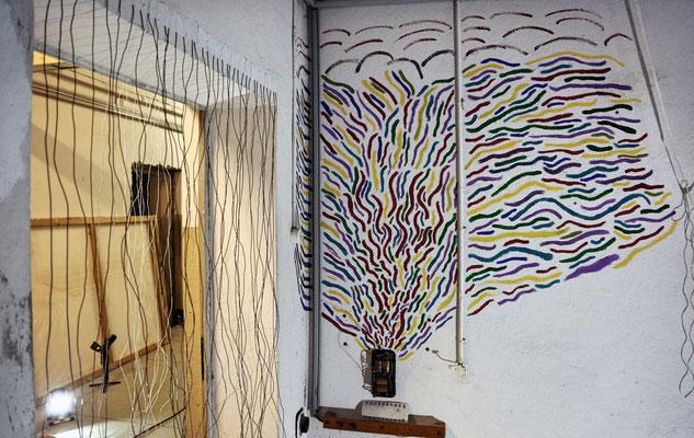 """""""Der Urlaub ist vorbei"""", Installation/Acryl at the ArtSummer Prora in the basement of the Dokumentationszentrum, 2019, photo: Safak"""
