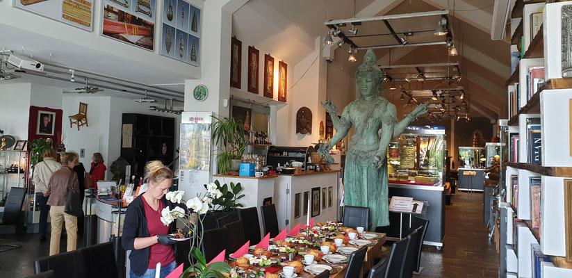 Radevormwald: Lunch im asiatisches Museum