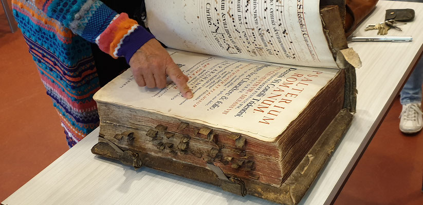 Kloster Knechtsteden, so schlägt man ein Buch auf
