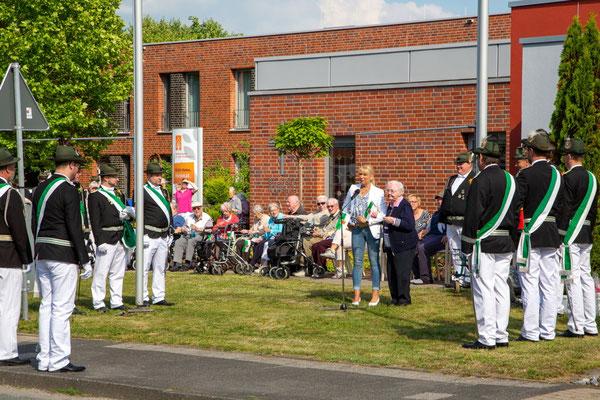 Die Schützen wurden von Frau Astrid Thiele-Jerome, der Heimleiterin des Hauses St. Josef in Wadersloh, herzlich begrüßt.