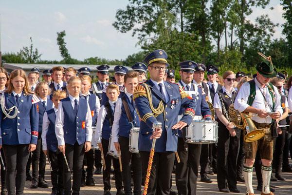Zahlreiche Spielleute waren angetreten, um den Bewohnern des St. Josef-Hauses in Wadersloh ein Ständchen im Rahmen des diesjährigen Schützenfestes zu bringen.