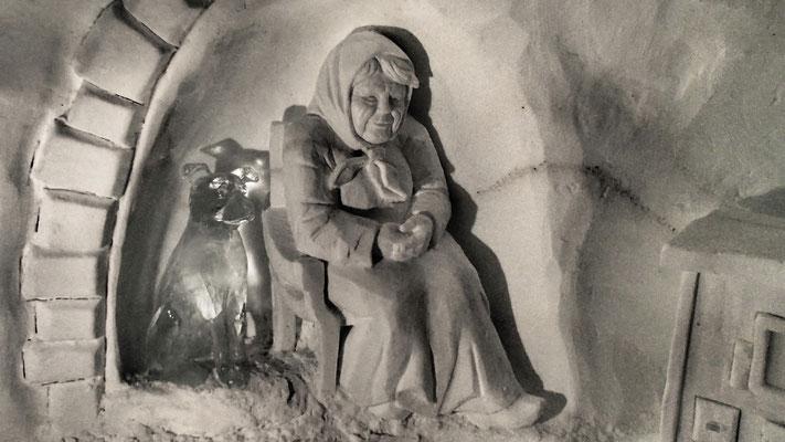Grand-mère - Sculpture sur neige - Igloo Val d'Isère - hauteur 2,5m - Manon Cherpe