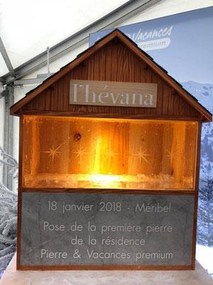 Chalet en bois sculpté avec pierre de Savoie gravée et pain de glace sculpté - L'Hévana, résidence Pierre et Vacances - Méribel - Manon Cherpe