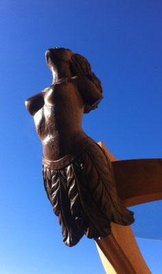 Figure de proue - Sculpture sur bois - Table basse en noyer et en chêne - Manon Cherpe