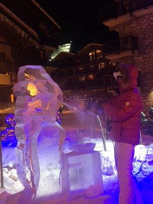 Maria - Sculpture sur glace - Val d'Isère - hauteur 1,5m - Manon Cherpe