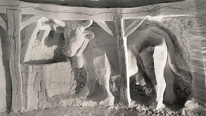 Vache - Sculpture sur neige - Igloo Val d'Isère - hauteur 2,5m - Manon Cherpe