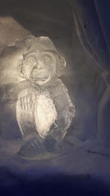 Singe de cirque - Sculpture sur glace - Avoriaz - Manon Cherpe
