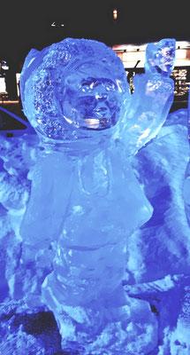 Enfant et bonhomme de neige - Sculpture sur glace - Val d'Isère - Manon Cherpe