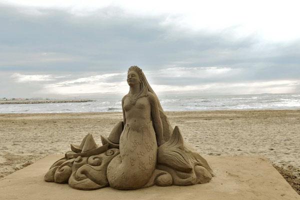 Sirène - sculpture sur sable, Grau-du-Roi - hauteur 1,5m, Manon Cherpe