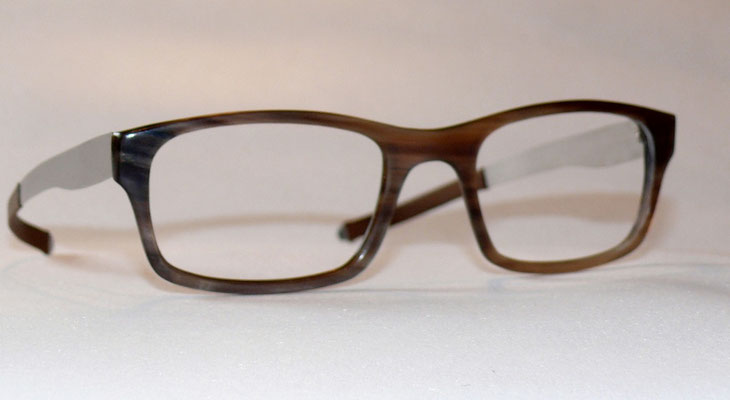 Büffelhornbrille mit Federstahlbügeln Naturhornbrille