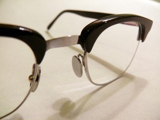 Büffelhornbrille mit Steg aus Federstahl und Titan / Oberbalkenbrille