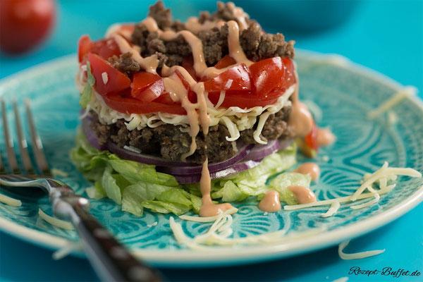 Der Cheeseburger Salat eignet sich auch gut für die Mittagspause