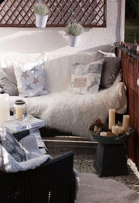Der kuschelige Balkon ist bereit für kalte Tage