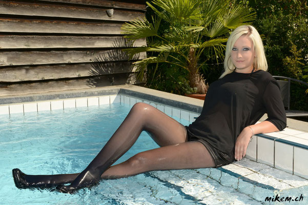 Wetlook Shooting im Pool, High Heels, Pantyhose, Hot Pants, Transparentes Oberteil