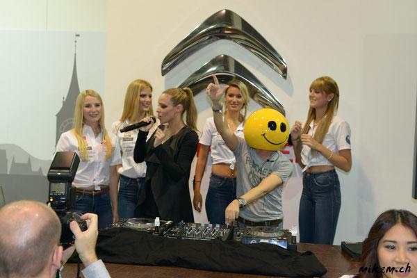 Mike Candys & Evelyn an der Auto Zürich 2014 mit Miss Auto Zürich Kandidatinnen