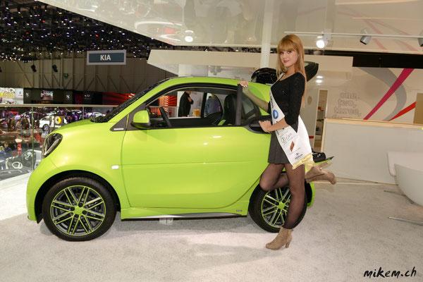 Miss Auto Zürich, Sandra Meier mit einem Smart BRABUS