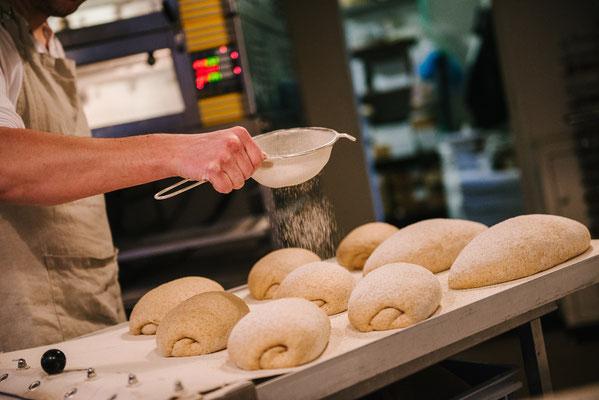Vlak voordat de broden de oven in gaan nog de decoratie...