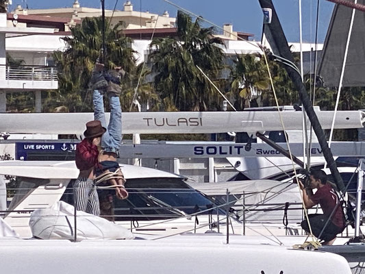 "Since also Youtubers have to adhere to the strict ""Lockdown"" here in Portugal, Story-Segments are produced daily on board and in the marina ... in this case apparently ""a magic trick"" (Houdini?) ... it will be interesting to see everything on Youtube!"
