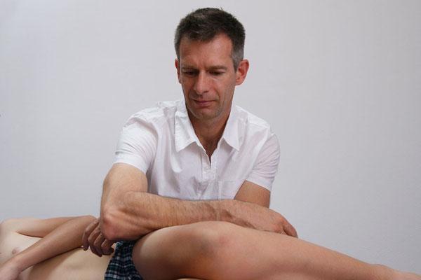 Martin Hartwanger bei der SENMOTIC Fascien-Therapie