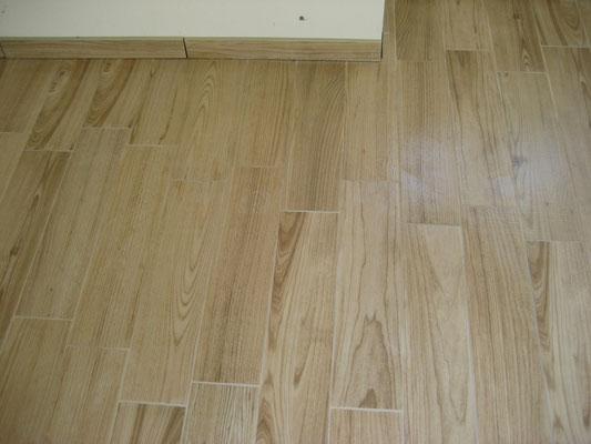 esempio di pavimento gres porcellanato finto legno, in digitale !