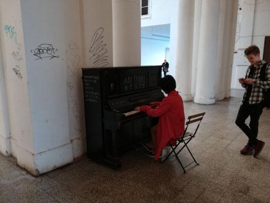 プラハマサリク駅のピアノ