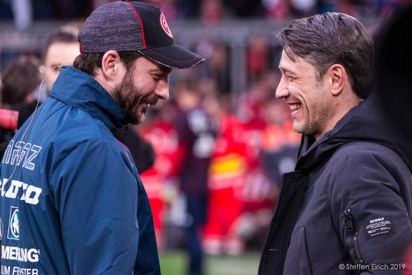 Die beiden Trainer im Gespräch vor dem Spiel.