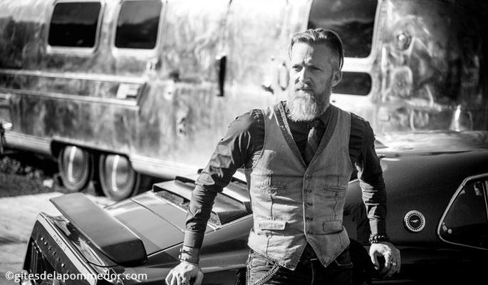 Shooting photo noir et blanc souvenir pour lui, projet photographique avec la Mustang en Normandie