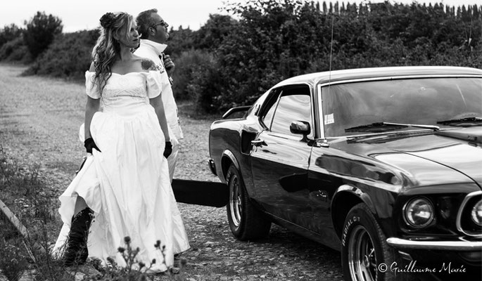 Location Ford Mustang pour un shooting photo mariage en Normandie