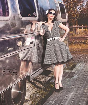 Shooting photo couleur pour elle (vue3), projet photographique avec la caravane Airstream en Normandie