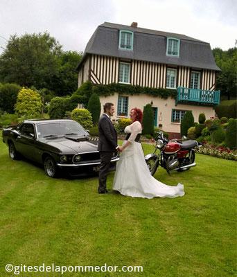Location Ford Mustang pour shooting photo, cérémonie de mariage en Normandie