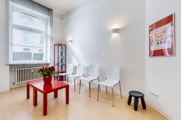 Wartezimmer Zahnarztpraxis Helga Dönges Frankfurt