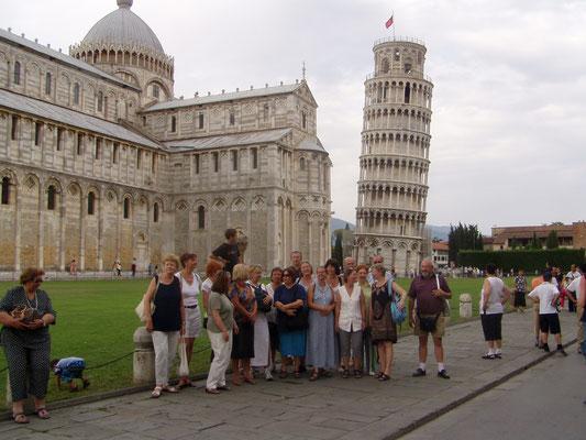 ... vor dem schiefen Turm in Pisa ...