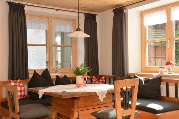 Ferienhaus in Oberstdorf, Ferienhaus Sehrwind –Tisch im Wohnraum, Erdgeschoß