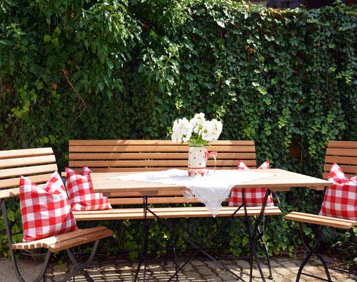 Ferienhaus in Oberstdorf, Ferienhaus Sehrwind – Garten mit gemütlichem Sitzplatz